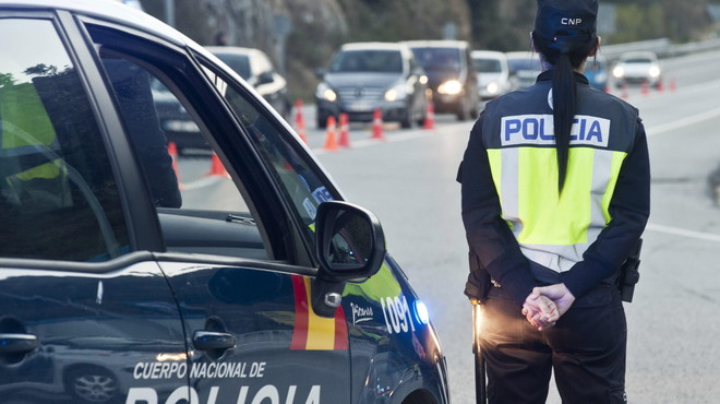 Detingut un home per atacar els policies d'una comissaria de l'Hospitalet