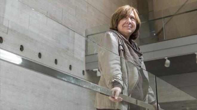 La Nobel de Literatura Alexiévich desmiente su muerte, anunciada por un 'asesino de escritores' reincidente