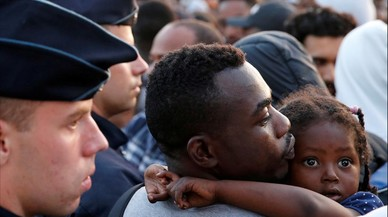 La política migratoria de Macron pone en pie de guerra a asociaciones e intelectuales