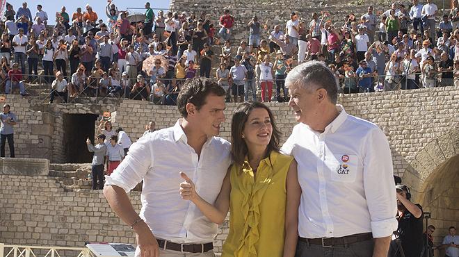 Arrimadas afirma que el PSC traeix cors i el PP sempre balla amb CiU