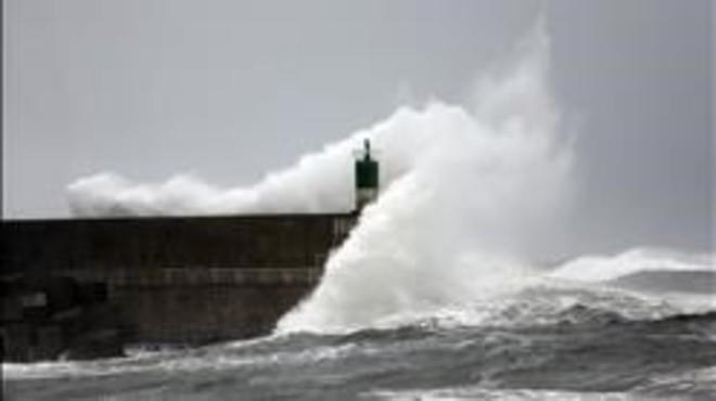 Avís de forts vents de fins a 90 km/h i per onades de vuit metres al nord, la meitat est i les Balears
