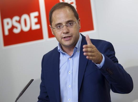 El secretario de Organización del PSOE, César Luena, durante una rueda de prensa este miércoles.