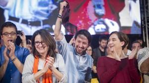 De izquierda a derecha, Íñigo Errejón, Mónica Oltra, Pablo Iglesias y Ada Colau, este viernes, en el mitin de Valencia.
