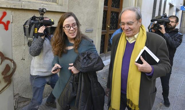 Julià de Jódar y Eulàlia Reguant salen de la sede de la CUP