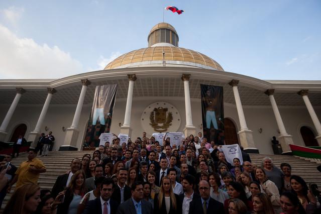 Opositores venezolanos presentan proyecto de amnistía para políticos presos