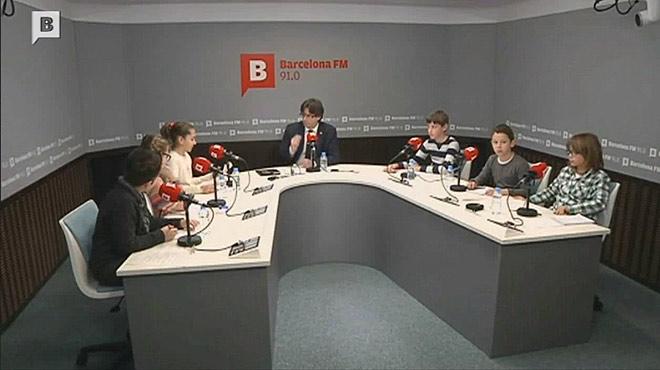 Puigdemont responde las preguntas de un grupo de niños sobre el procés