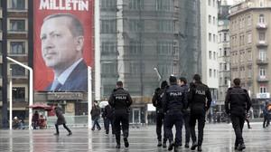 Pancarta con la imagen del presidente turco, Recep Tayyip Erdogan, en la plaza Taksim de Estambul