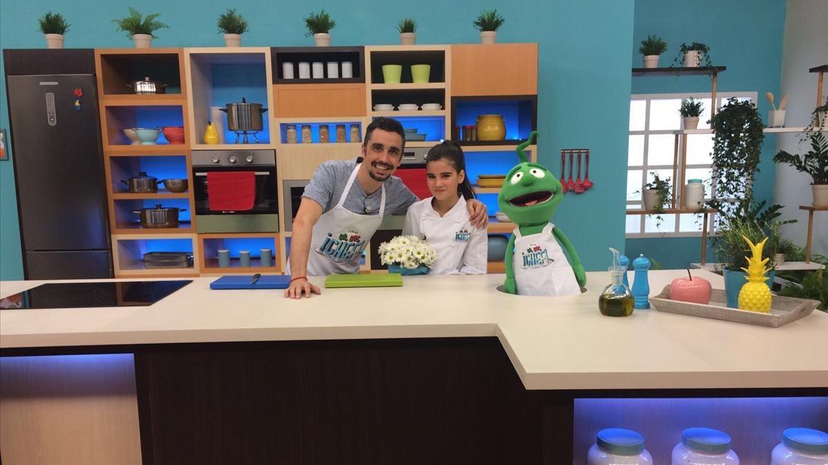 Paula Alós, Canco Rodríguez y el muñeco Andi, en Un, dos, ¡chef!