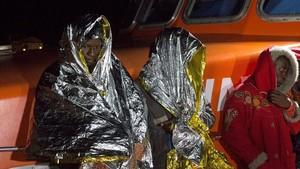 Llegada al puerto de Motril (Granada) de inmigrantes rescatados por Salvamento Marítimo, el 29 de noviembre.