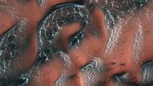 Foto de la Nasa que recoge depósitos de hielo en Marte.
