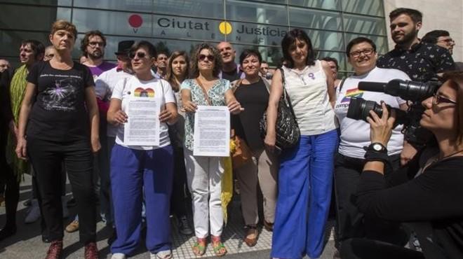 Protesta de gais y lesbianas en Valenciapor unas declaraciones del cardenal Ca�izares.