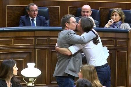 Anatomia d'un petó (polític)