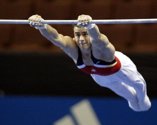 Muere de forma s�bita a los 34 a�os el gimnasta Andreu Viv�