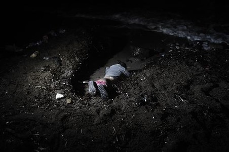 El beb� 8El ni�o ahogado en el naufragio ante Lesbos.