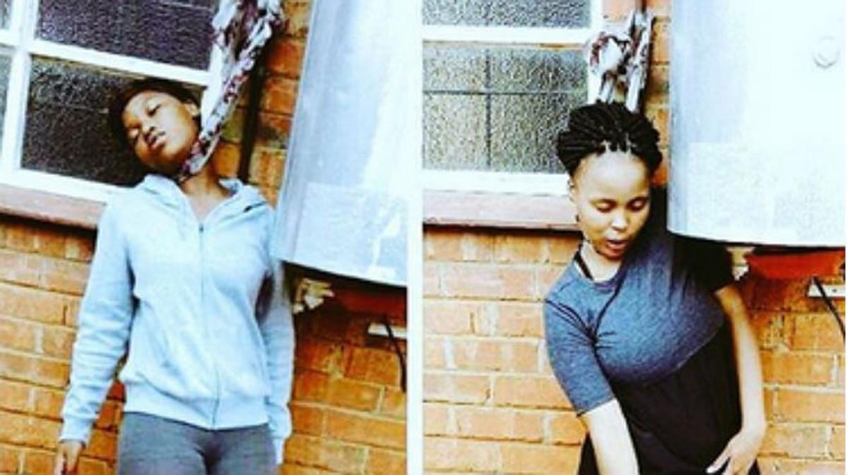 Dos chicas simulan el 'Dead pose challenge' colgadas. El truco es que 'hacen pie' (están apoyadas sobre el suelo).
