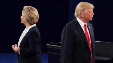 Clinton agafa distància respecte a Trump malgrat les revelacions de Wikileaks