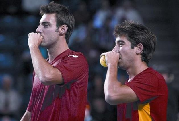 Granollers y Marc López evitan el primer KO de España