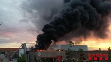 Declarat un incendi a la planta de Coca-Cola a Montornès