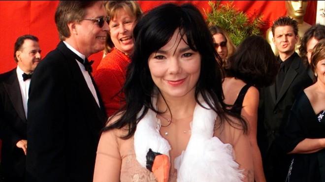 Björk posa a la venda el seu guarda-roba per pagar el seu nou disc