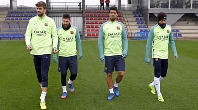 Piqué, Messi, Suárez y Neymar, antes de iniciar el penúltimo entrenamiento para preparar el duelo con el Atlético.