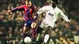 Ronaldo de azulgrana. El brasileño pelea por la pelota con Seedorf durante el derbi del 30 de enero de 1997. Años después, el delantero fichó por el Madrid.