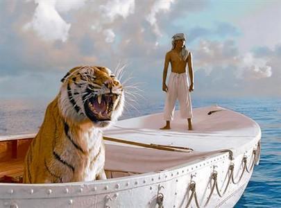 Retrato de un chico y un tigre en alta mar