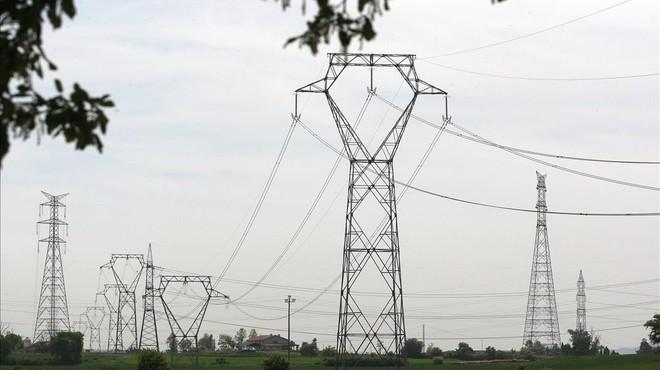 Las eléctricas avisan de que más del 50% de clientes se libran de las últimas subidas