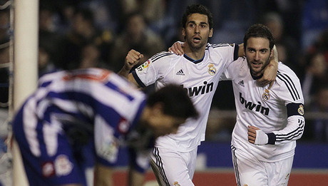 Higuan celebra su gol con Arbeloa.