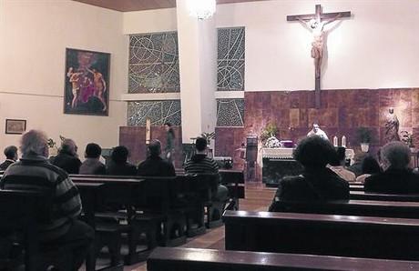La misa de las siete de ayer en la parroquia de San Juan Mar�a Vianney.