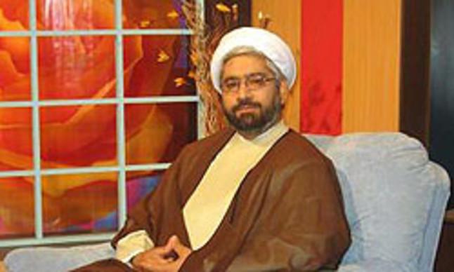 El ayatolá Dehnavi durante su programa.