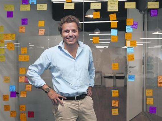 <b>NUEVA ETAPA.</b> Javier Figarola, en la sede de ABA English, en Barcelona.