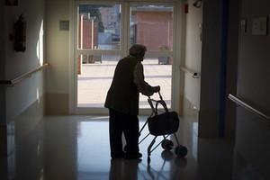 Una anciana, en una residencia de ancianos en Horta, en Barcelona.