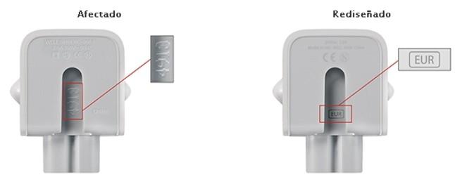 A la izquierda, el adaptador a la corriente de Apple afectado. A la derecha, el que no lo está.