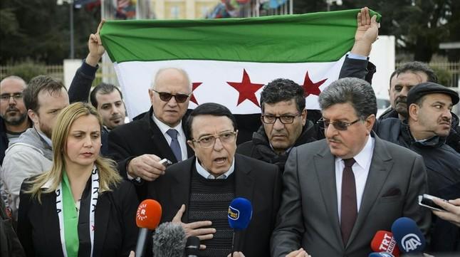 Los negociadores de la oposición siria Riyad Nasan Agha y Salem al Meslet, en una rueda de prensa en Ginebra.
