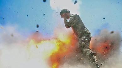 L'instant en què una bomba mata una fotògrafa a l'Afganistan captat per ella mateixa