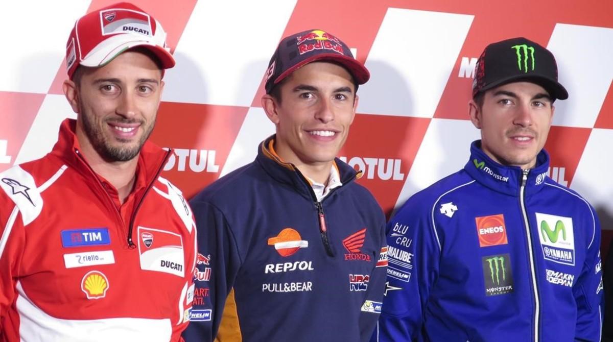 Marc Márquez (Honda), hoy, en Motegi (Japón), entre Andrea Dovizioso, a la izquierda, y Maverick Viñales, a la derecha.