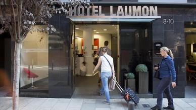 """Los hoteleros denuncian el """"insostenible"""" aumento de viviendas de uso turístico"""