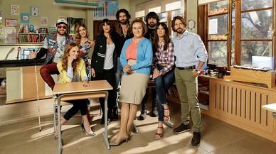 Tele 5 transforma Carlos Santos en la professora de música d''Ella es tu padre'