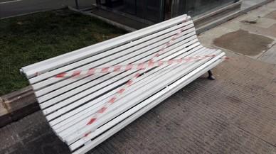 Els bancs de Pau Casals perden les pintades literàries després d'una crònica a 'On Barcelona'