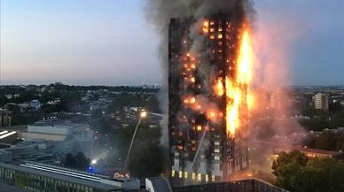 Un incendi devora un edifici de 27 plantes a Londres