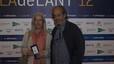 Ricard Vaccaro, autor de la estatuilla que recibió el ganador del premio, y su esposa Montserrat Ribó.
