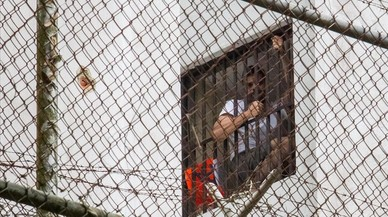 Leopoldo López en la ventana de su celda.