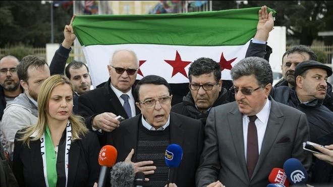 Los negociadores de la oposici�n siria Riyad Nasan Agha y Salem al Meslet, en una rueda de prensa en Ginebra.