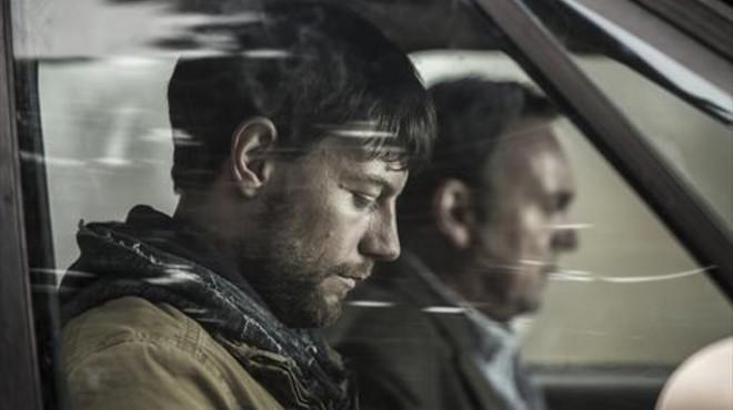 Patrick Fugi (Kyle Barnes), en una secuencia del primer cap�tulo de la serie 'Outcast'.