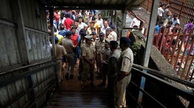 Al menos 22 muertos en una estampida en una estación de tren en la India