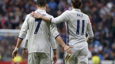 Ronaldo felicita a Bale tras el gol del jugador galés al Espanyol.