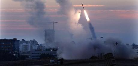 Un misil lanzado desde Gaza impacta en Tel Aviv