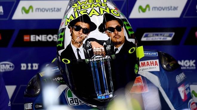 Valentino Rossi, con su nuevo y divertido casco en Misano.