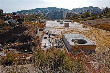 El depósito de aguas pluviales ya construido y la zona donde se habilitará una zona verde, el viernes pasado.