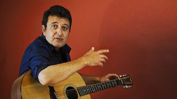 Manolo Garca canta en directo 'Un giro teatral'